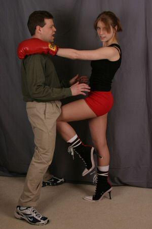 Ballbusting women fight